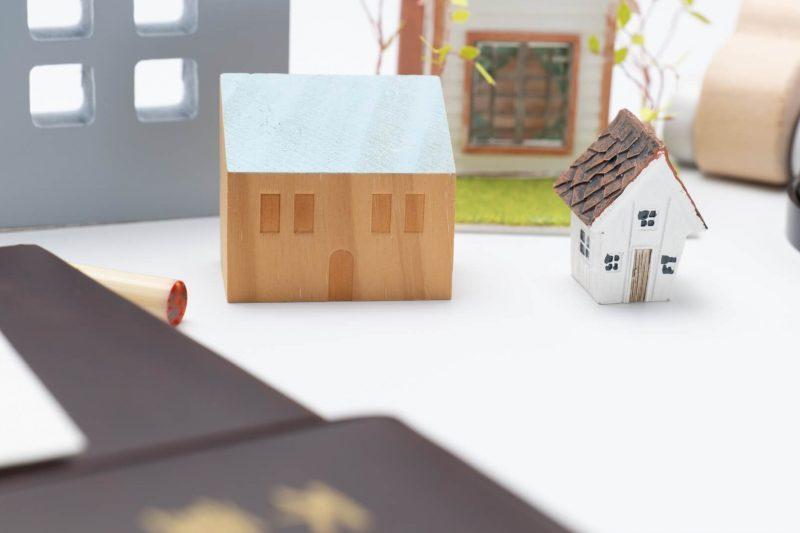 住宅模型と権利証